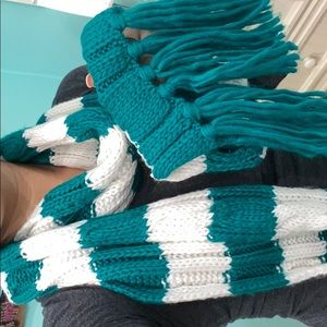 Green/white stripped scarf